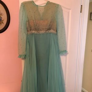 Dresses & Skirts - Ladies Vintage chiffon gown for Prom/formal